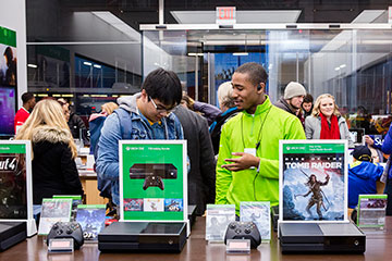 Microsoft Store amplifies orders