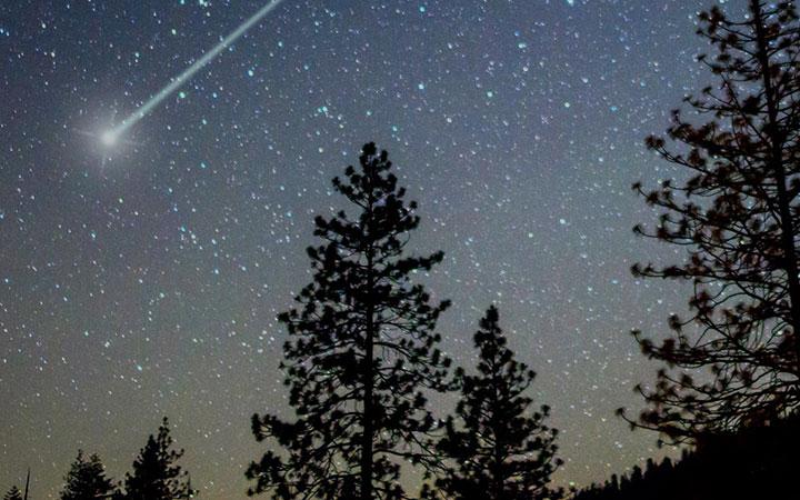 Shooting star across a night sky